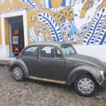 Zurück aus Mexiko - www.expatmamas.de - typisch Mexiko: bunte Hauswände und VW-Käfer